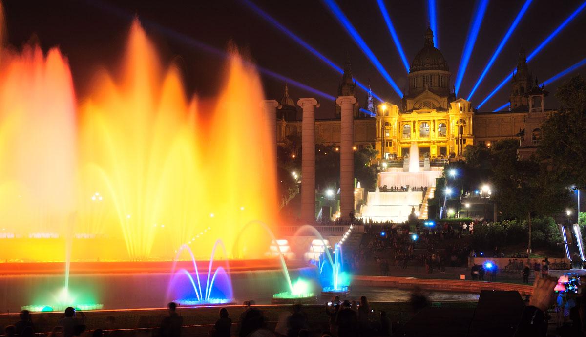 поющий Магический фонтан в Барселоне