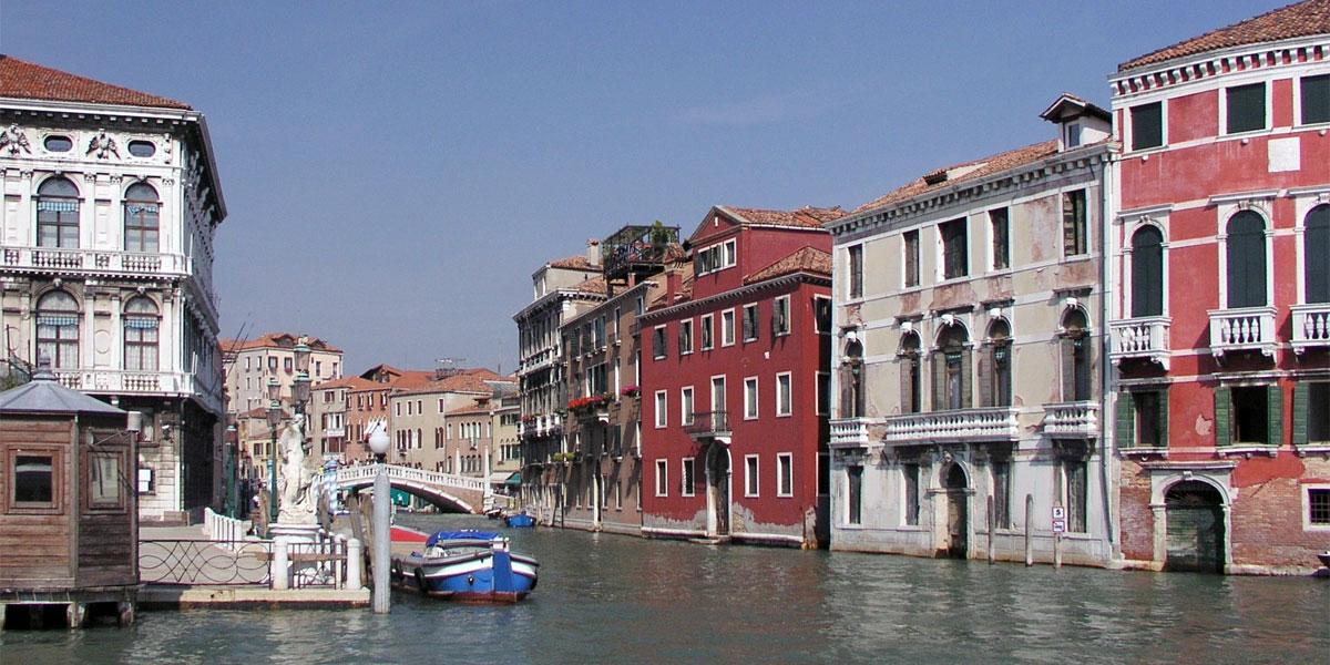 Канал Каннареджо (Canale di Cannaregio) в Венеции